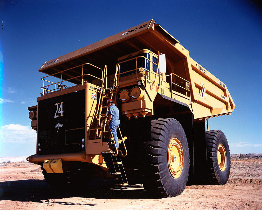 Rio Tinto SBE_unit_rig_3 driver mounting truck.jpg