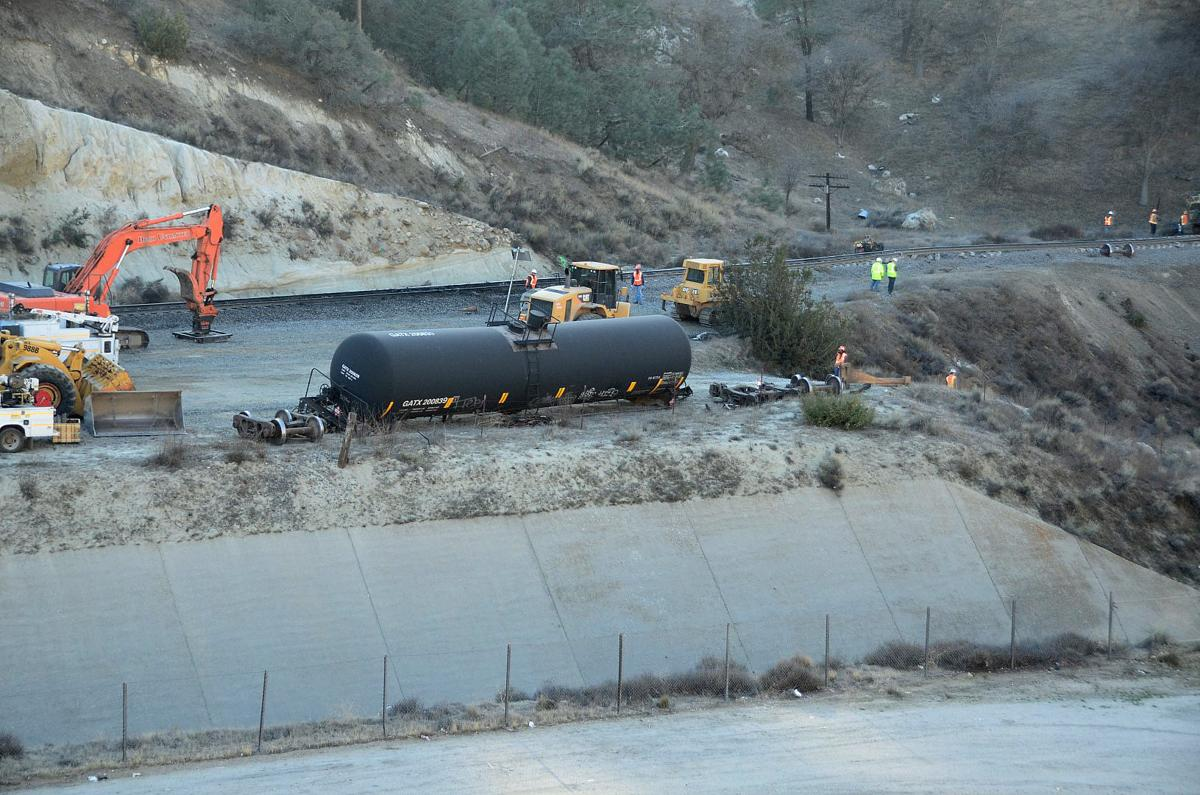 PHOTO GALLERY: Rail traffic halted through Tehachapi following derailment