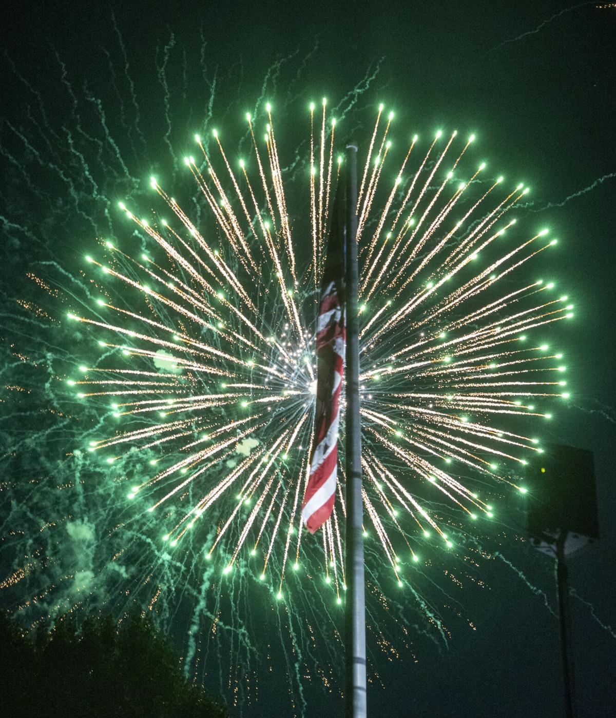 Fireworks B09I5910.jpg