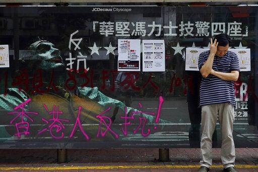 Hard-line protesters resume violence over Hong Kong mask ban
