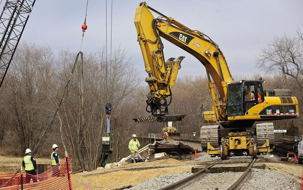 Race is on between rising rivers, derailment cleanup   Tri