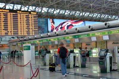 Alitalia pilot strike grounds 35% of flights