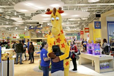 Toys R Us retrenches again, shutters its last 2 US stores