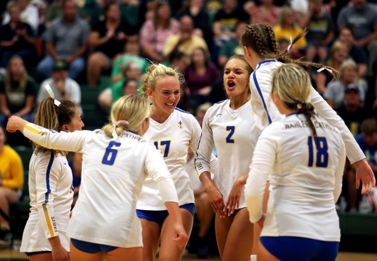 Dubuque Hempstead vs. Dubuque Wahlert volleyball