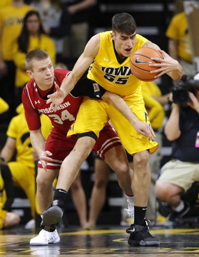 f5dbcd3284e College basketball  Hawkeyes look sharper in win over Wisconsin ...
