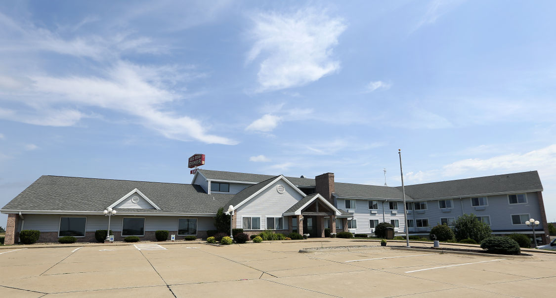 Attorney Says 50 Owner Of Quality Inn And Suites In Peosta Can T Be Held Liable For Employee Who Is Accused Haring 2 Former Female Workers