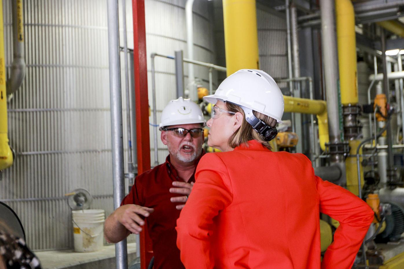 Iowa governor visits Big River United Energy