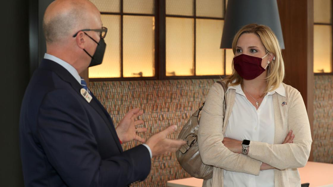 Hinson tours Dupaco Voices building, talks federal spending, party news