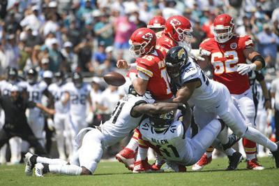 Chiefs lose Hill, escape serious trouble with Mahomes in win