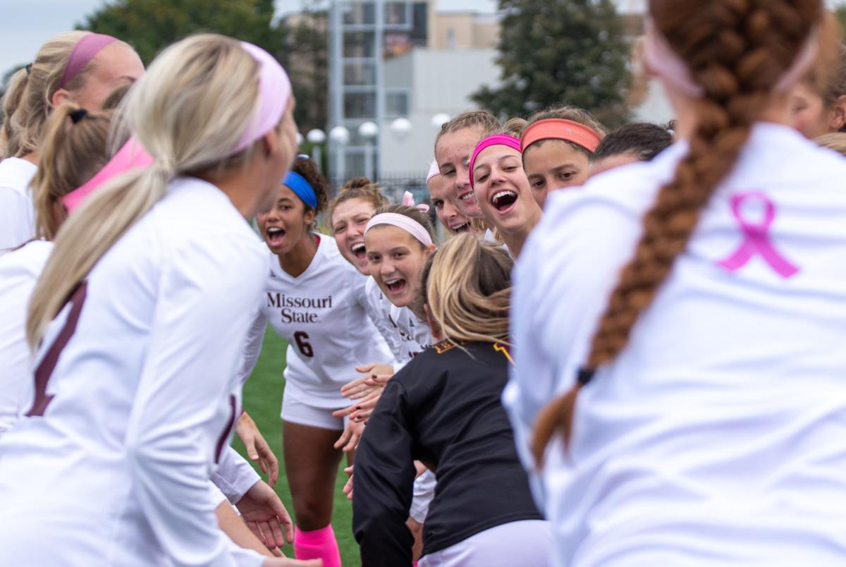 women's soccer team cheers for Junior Kaitlin Maxwell