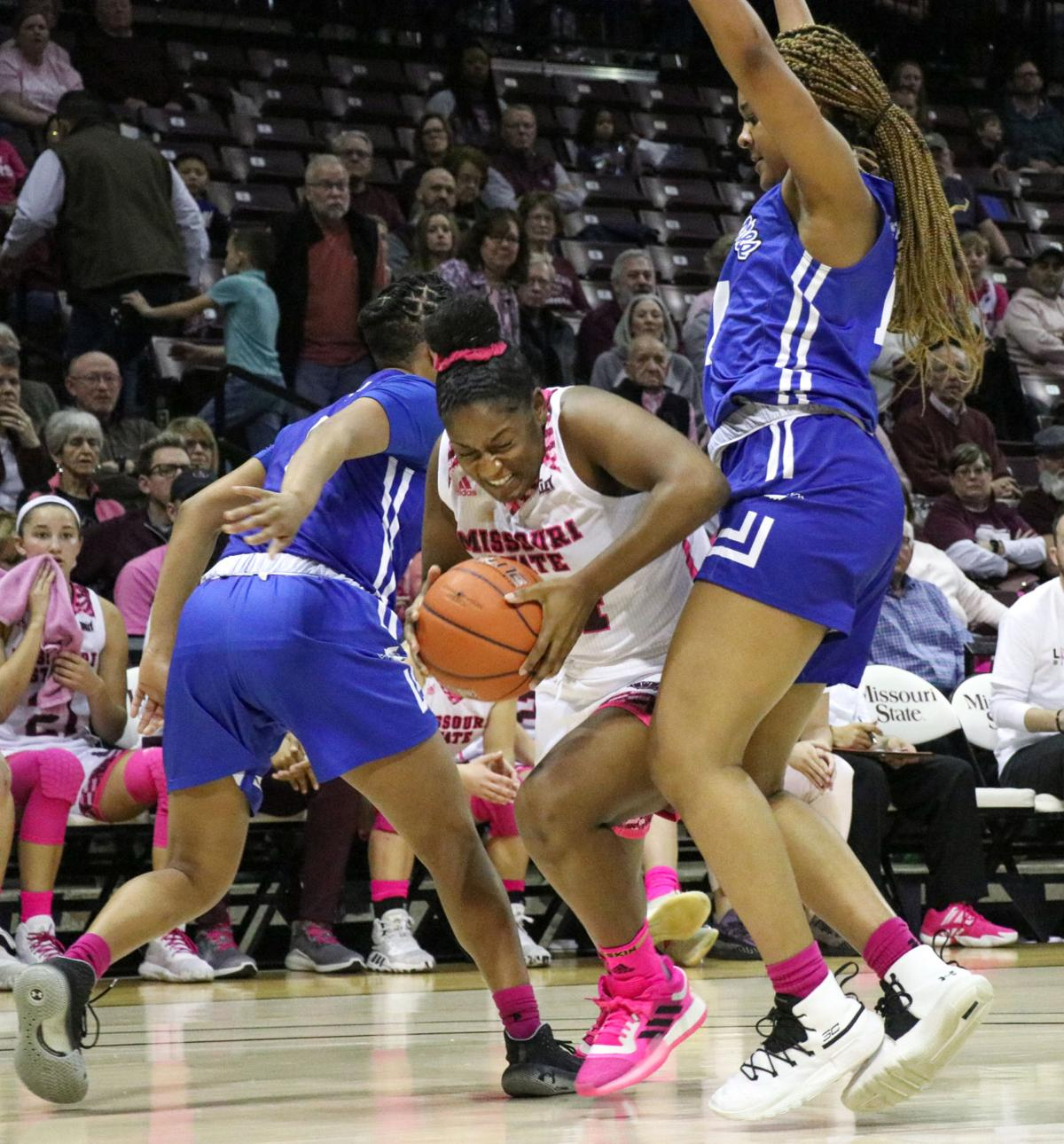 Bri Eillis pushes past her opponents