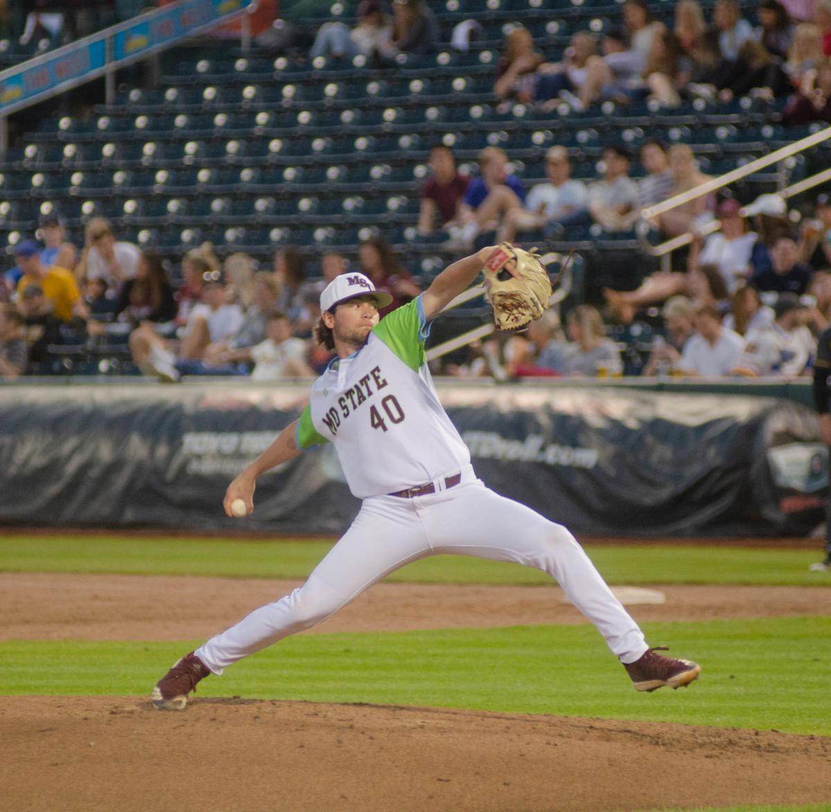 Zach Gibbs pitches