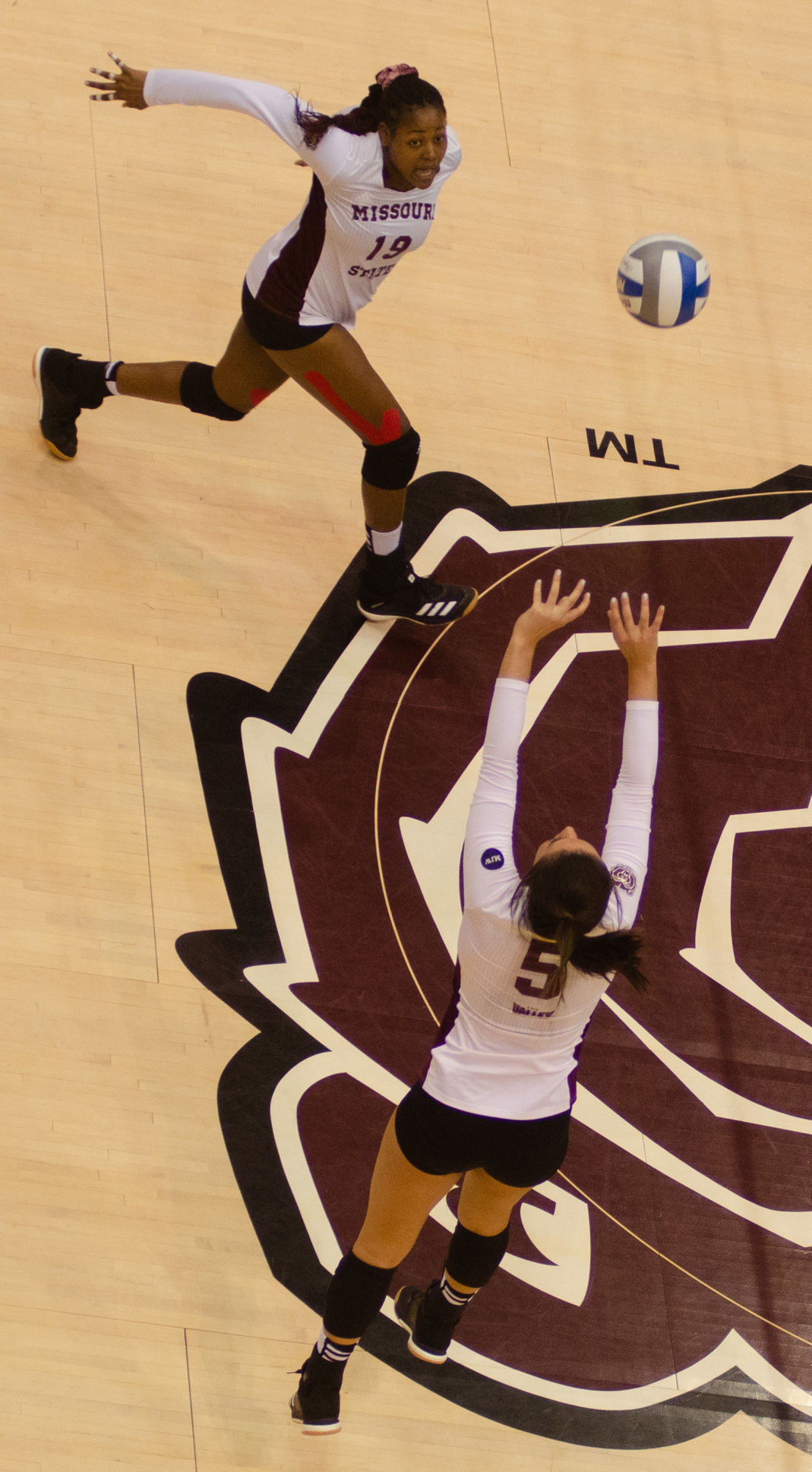 Chloe Rear sets the ball to freshman Azyah Green