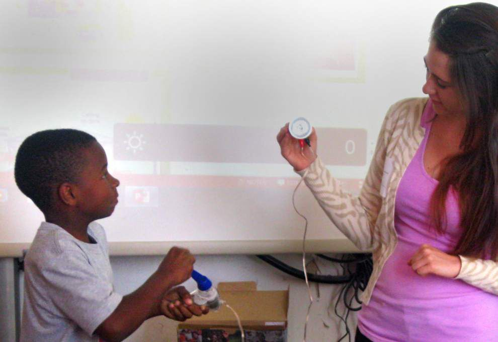 Energy Smart students take lessons home _lowres