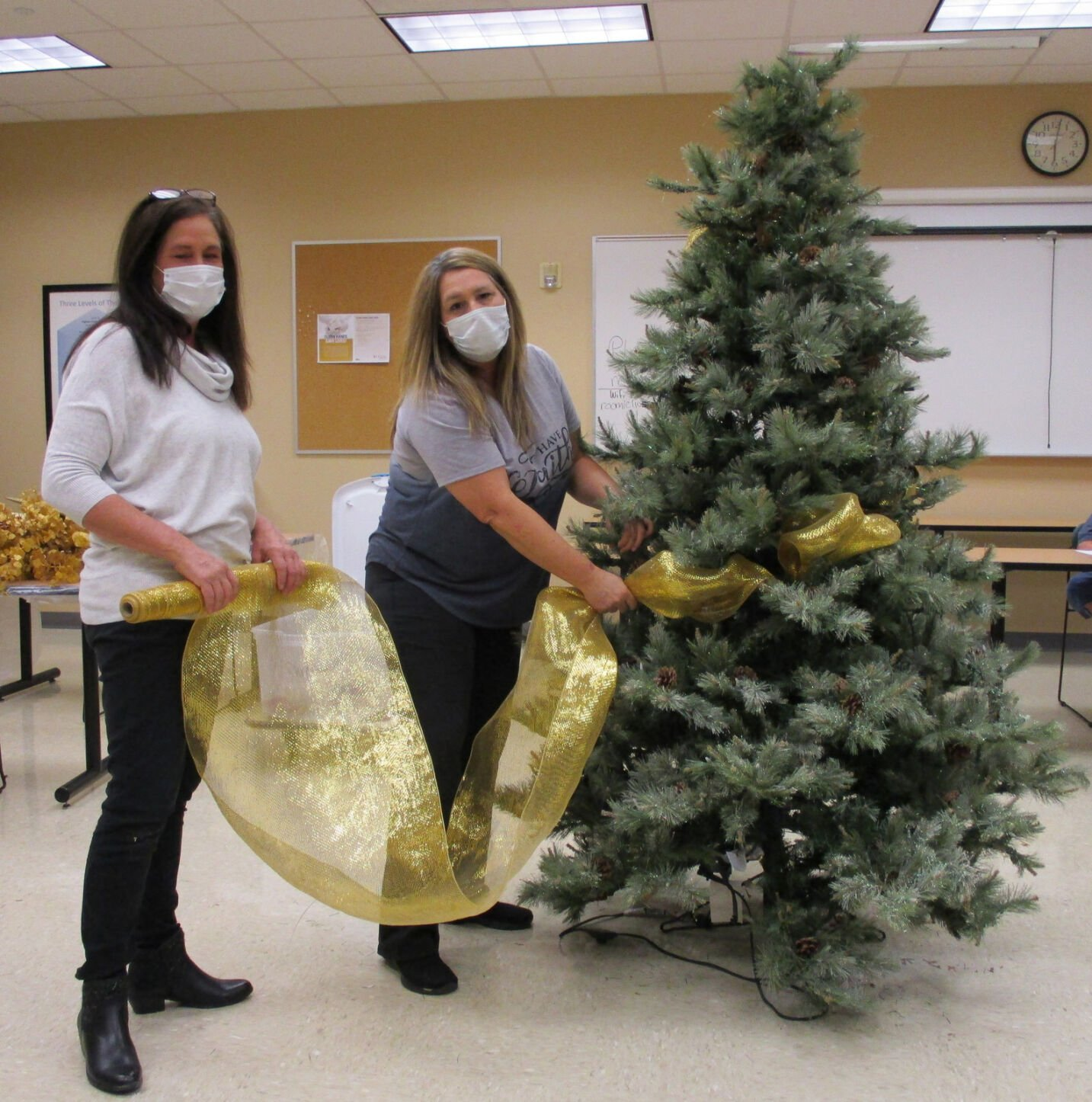 Ribbons Bow Ornaments Mesh Add To Spirit Of Seasonal Favorite The Christmas Livingston Tangipahoa Theadvocate Com