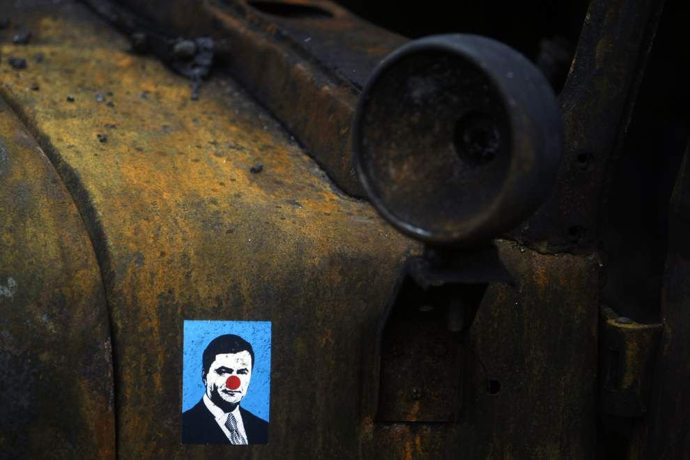 Ukraine issues arrest warrant for missing leader _lowres