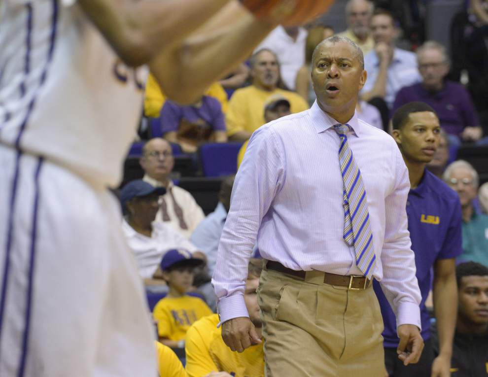 LSU basketball talk in the summer with Johnny Jones? These are sunny days, indeed. _lowres