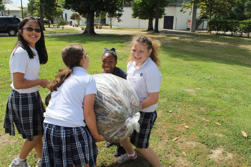 Student garden provides produce to food pantry _lowres