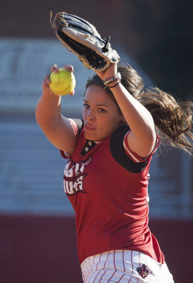 Cajuns softball looks to build up young pitchers _lowres