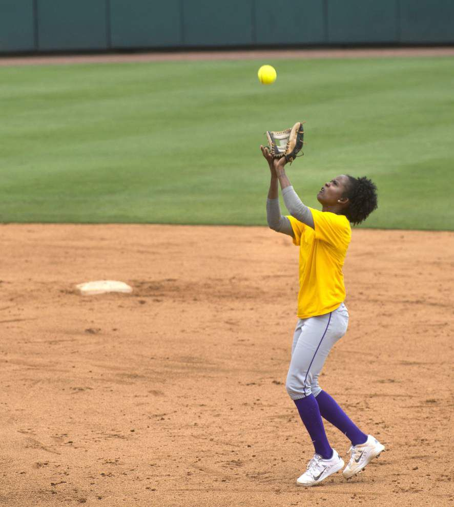5 contenders, 4 players to watch and a schedule for the SEC softball tournament _lowres