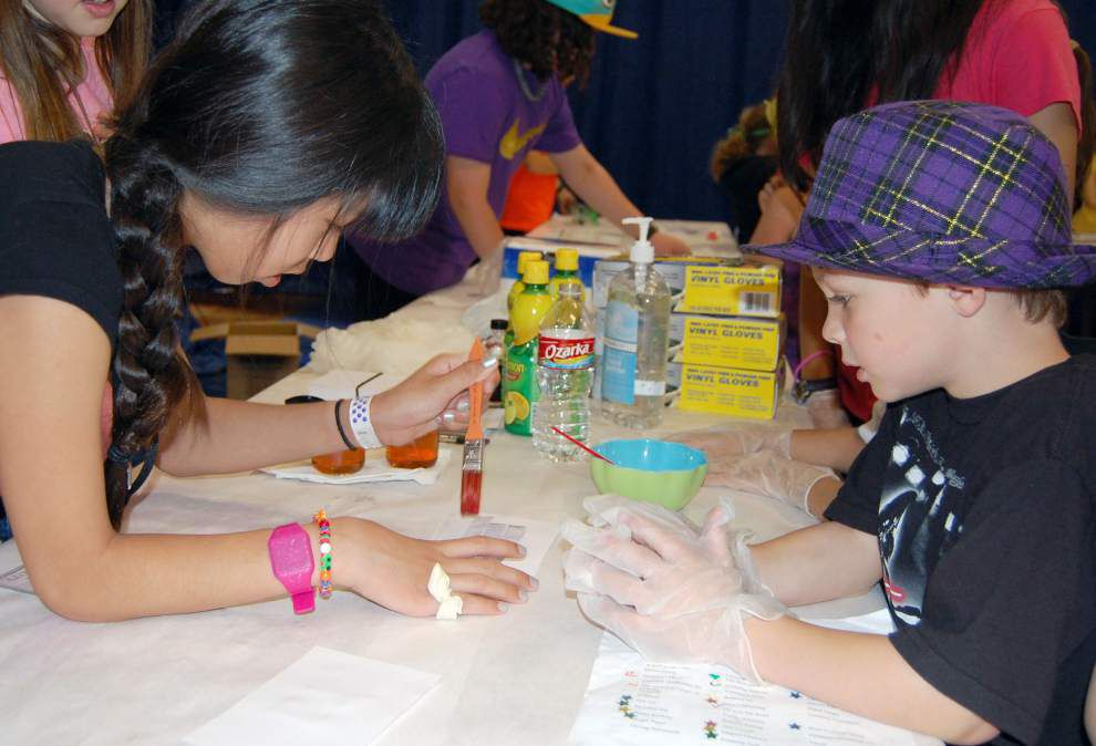 Students get interactive at school's science event _lowres