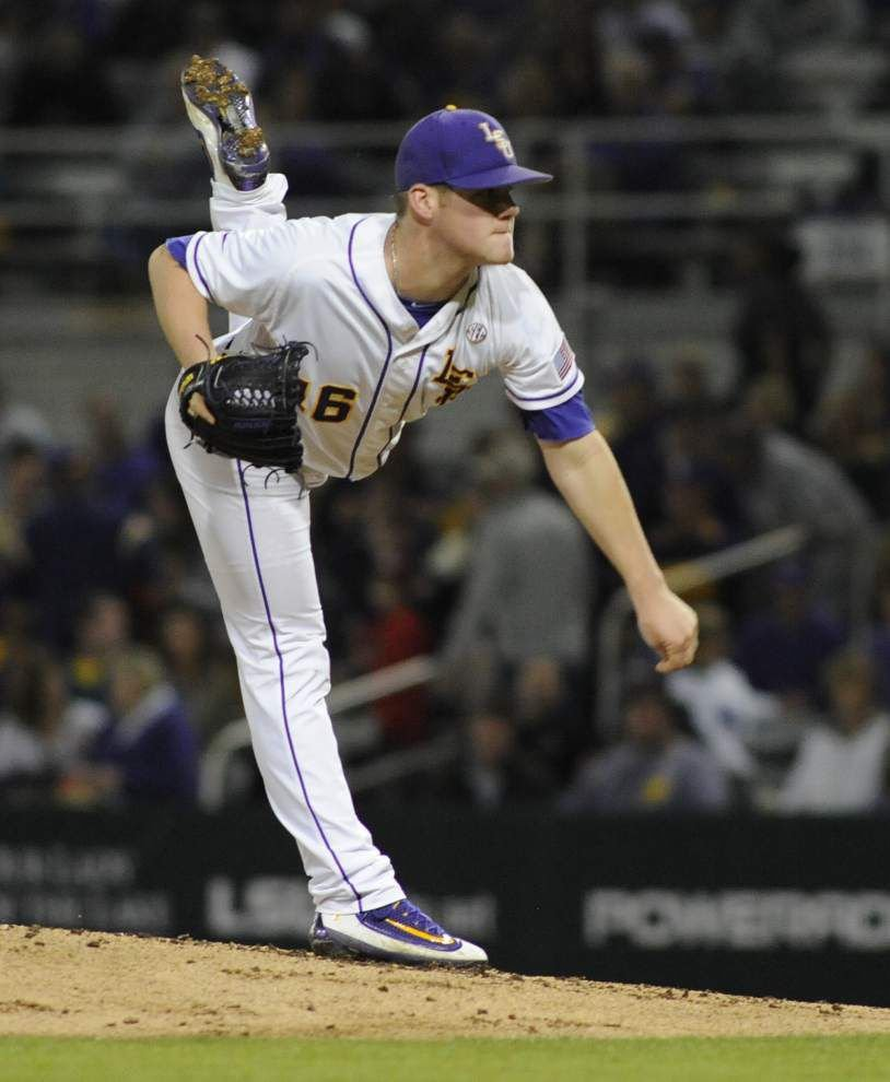 LSU's new middle infield duo shines, and Jared Poché is strong in a 12-1 rout of Fordham _lowres