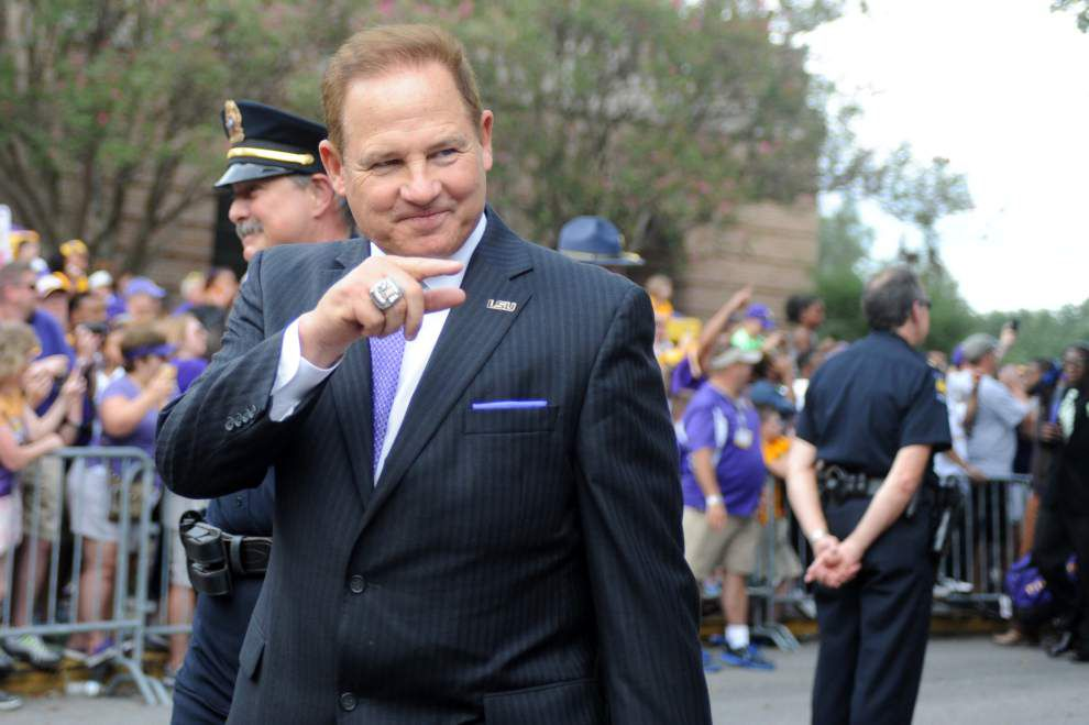 LSU coach Les Miles surprises Alabama teen battling cancer with encouraging phone call, free tickets and prayer _lowres