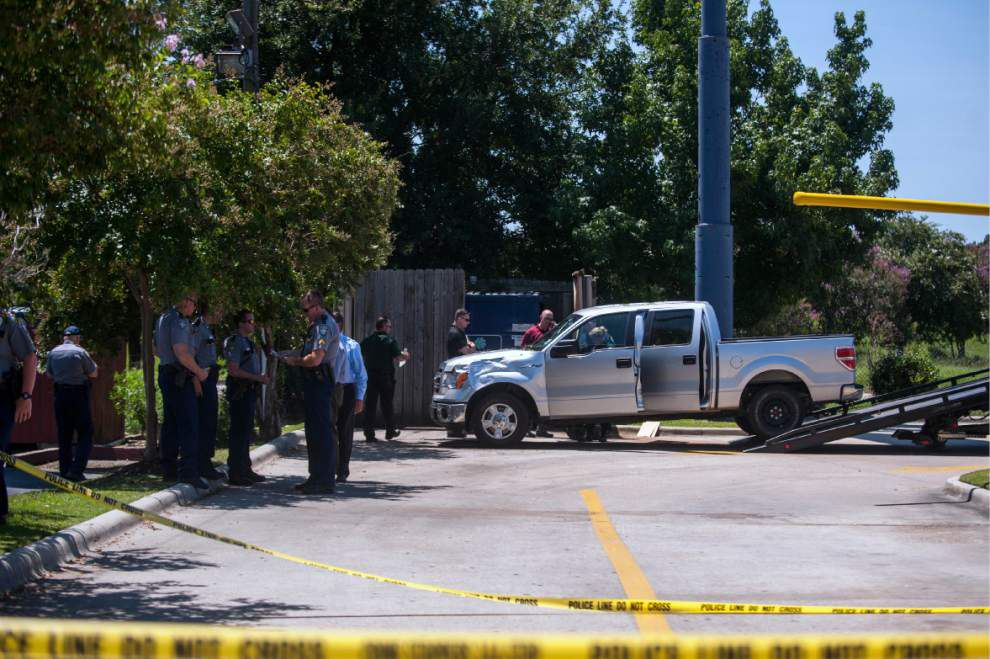 Man kills himself in fast food parking lot during police chase _lowres