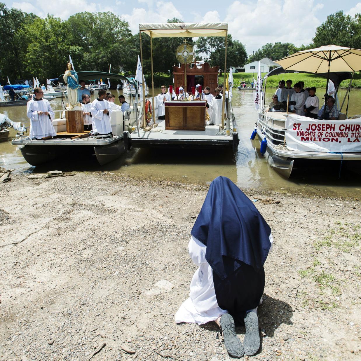 Féte-Dieu du Teche, Eucharistic boat procession down Bayou