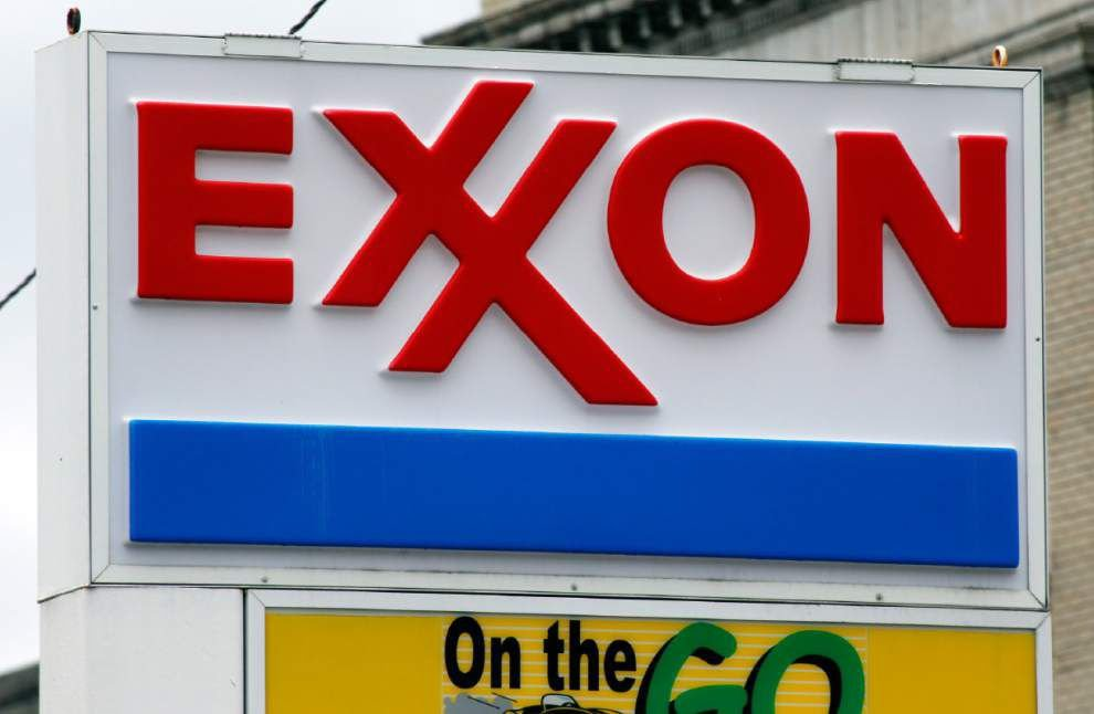 Chevron and Exxon Mobil report profits dropped; Chevron cutting up to 7,000 jobs _lowres