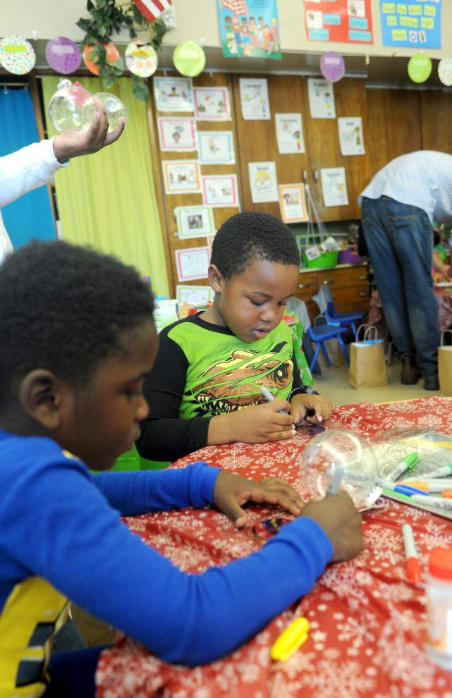 Kindergartners learn crafting for Christmas _lowres