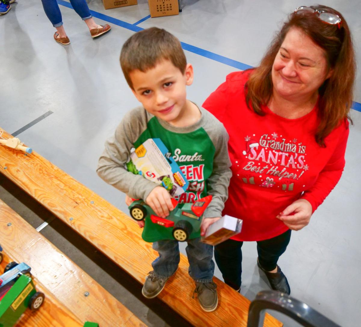 West Feliciana Sheriff's Department toy and bike giveaway01.JPG