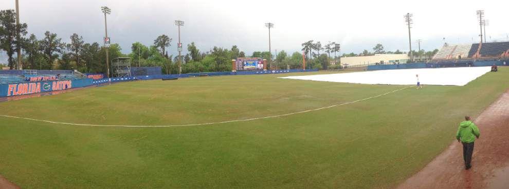 LSU-Florida DH start delayed _lowres