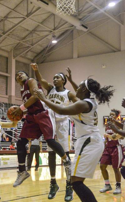 Easton goes to 18-0; Kechelle Figueroa takes over in second half _lowres