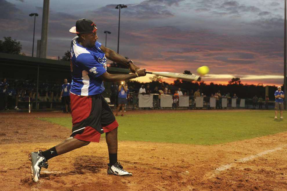 Photos: Celebrity softball _lowres