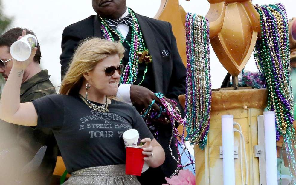 Celebrity float riders becoming more scarce _lowres