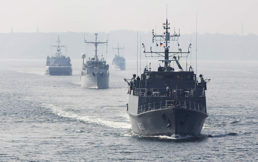 NATO minesweepers set off on Baltic deployment _lowres