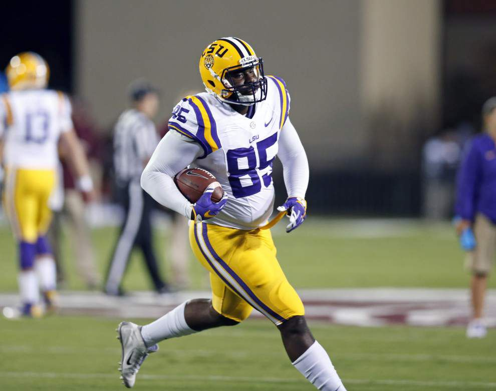 LSU's Dillon Gordon released from hospital after stabbing at Reggie's bar; Les Miles says he's banning players from bars _lowres