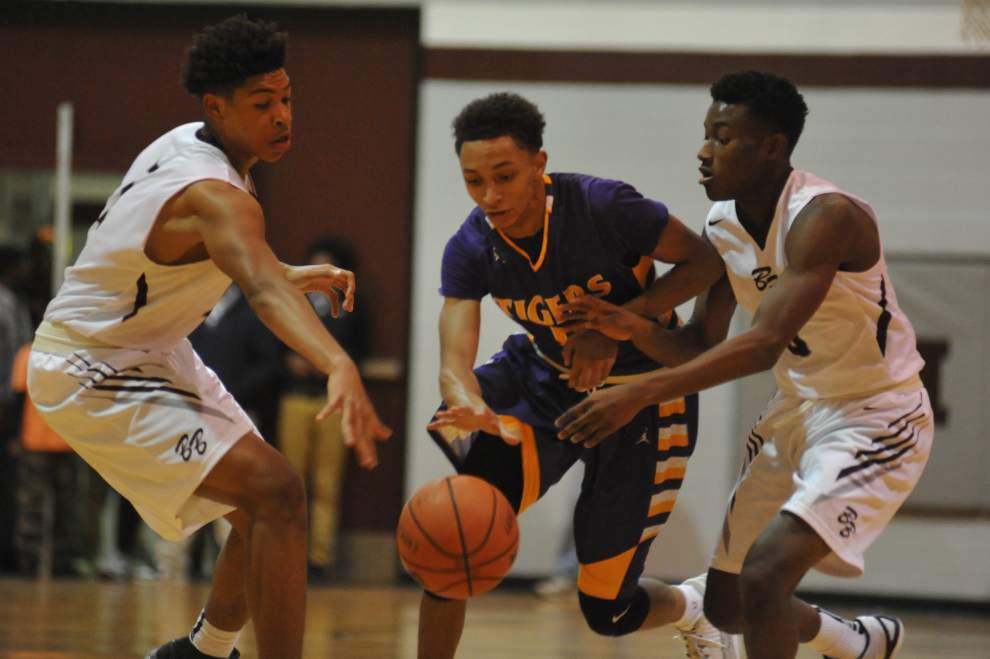 Breaux Bridge rallies from third-quarter deficit, then holds off St. Martinville in District 5-4A opener _lowres