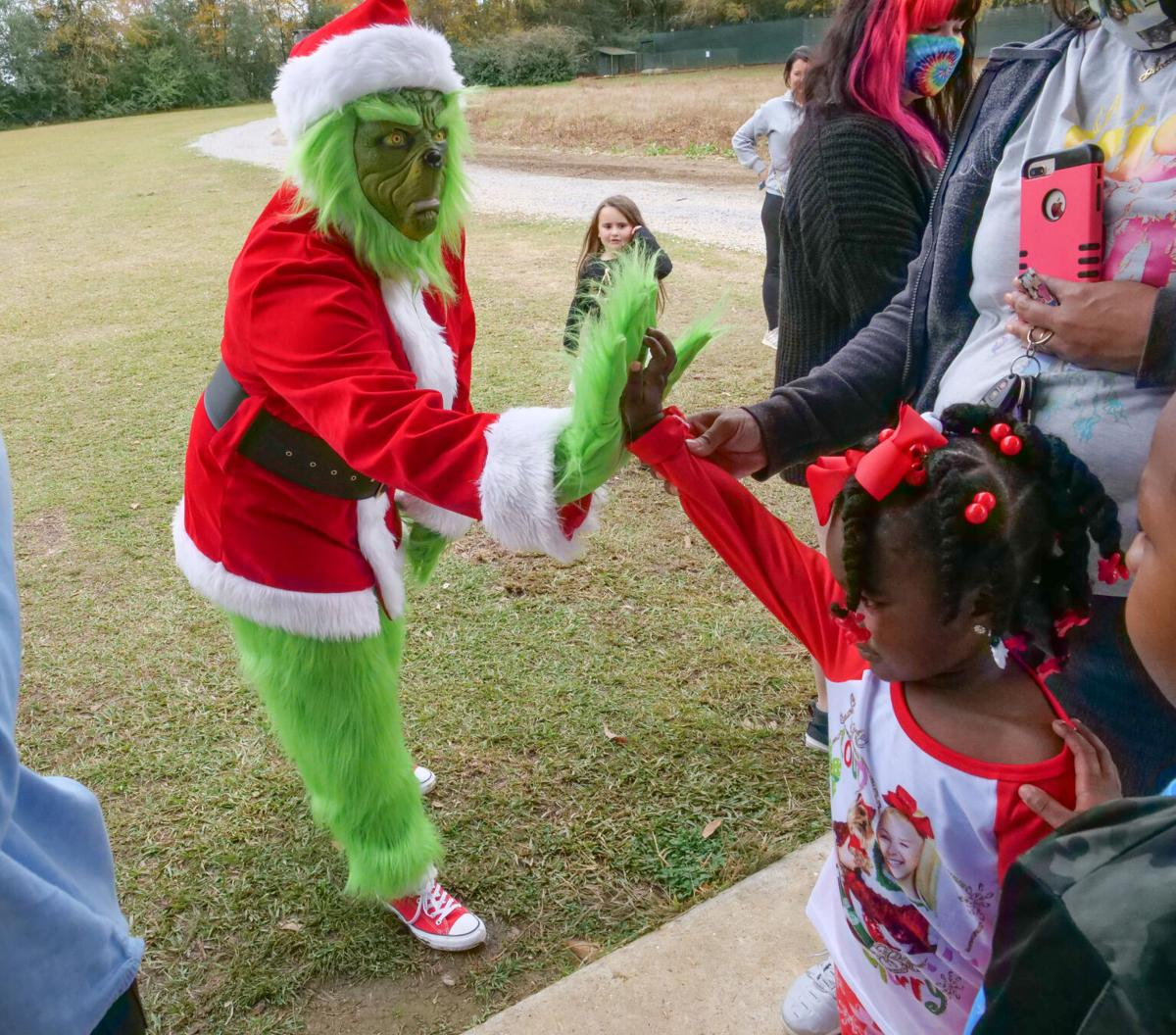 Pancakes with the Grinch at the Barnhill Preserve006.JPG