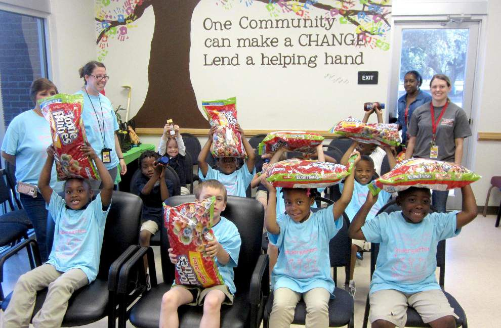 Kindergarten students collect food to donate _lowres