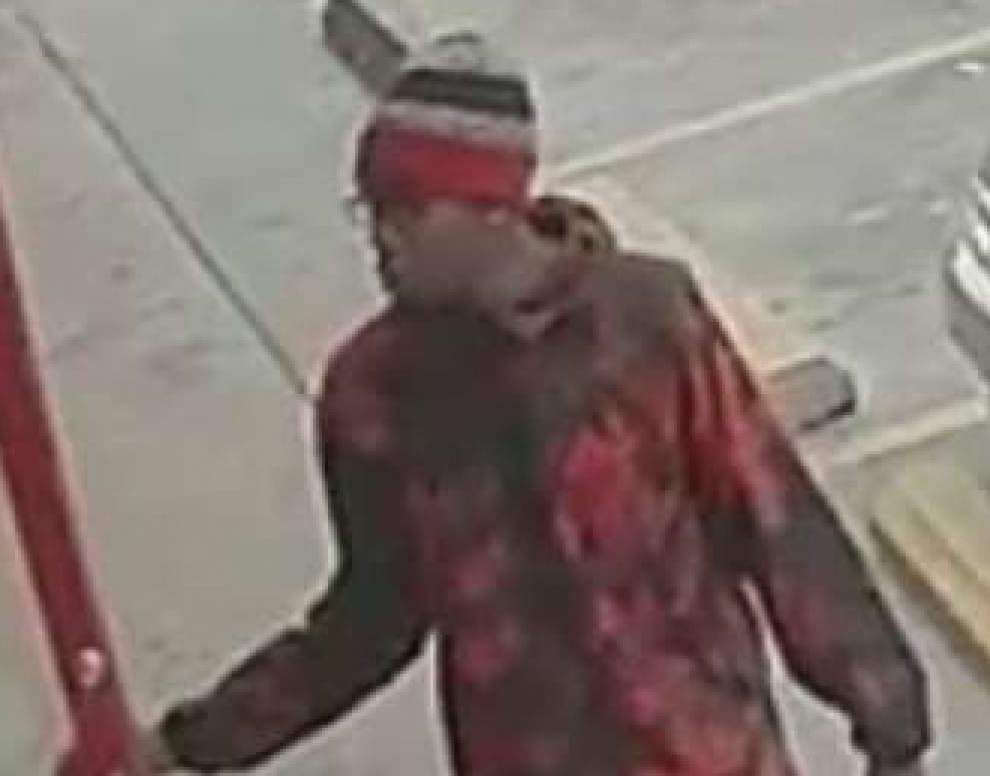 Baton Rouge police: Armed man robs beauty supply store on Plank Road _lowres