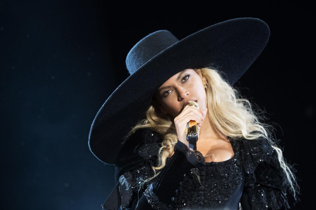 Beyonce - The Formation World Tour - Santa Clara copy for Red