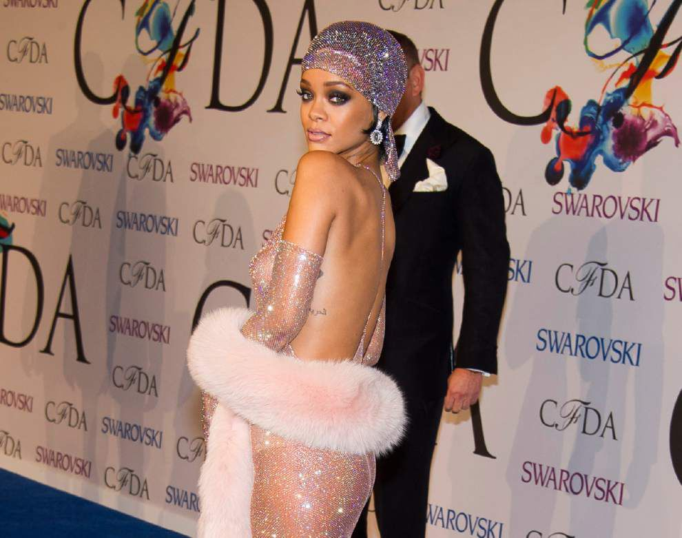 Rihanna honored for style at annual fashion awards _lowres