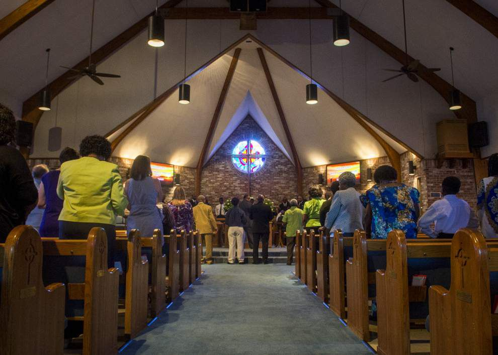 Methodist churches — one predominantly black, the other mostly white — share services Sunday as show of unity _lowres