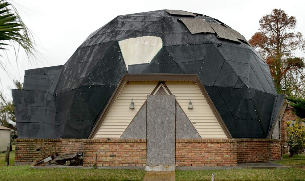 Kenner demolishes geodesic dome house _lowres