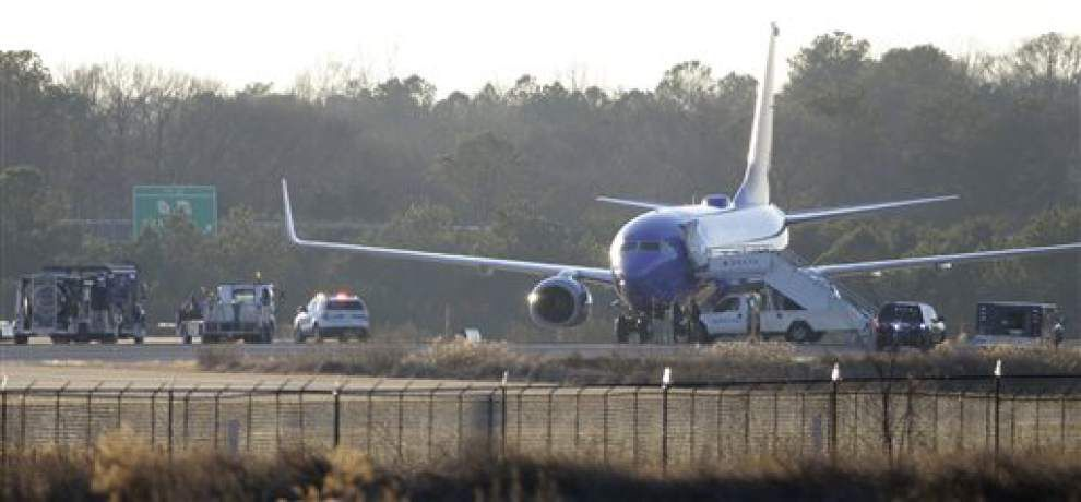 No bombs found on 2 planes at Atlanta's main airport _lowres