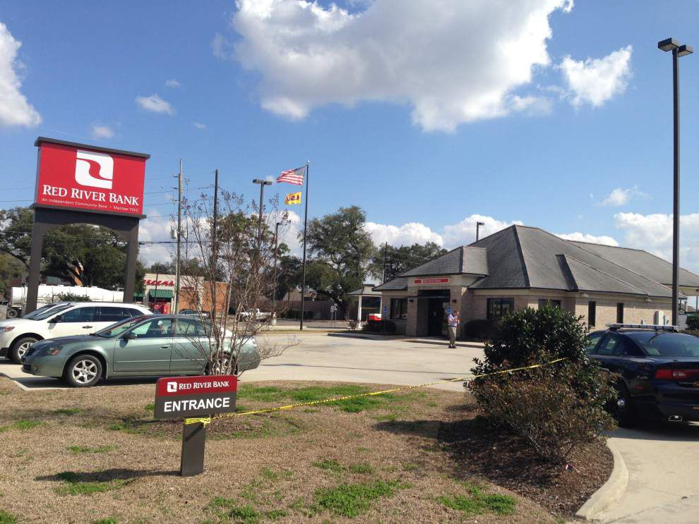 Ascension deputies search for armed bank robber _lowres