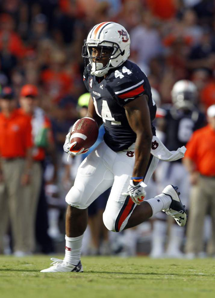 Second-half barrage propels Auburn to rout _lowres