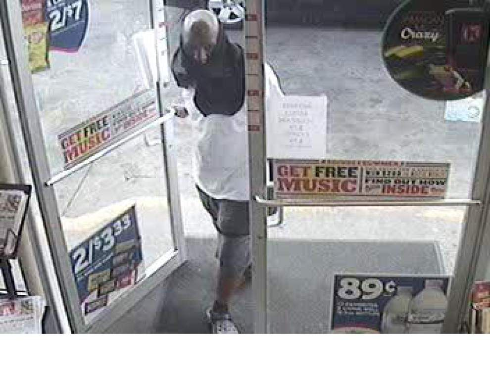 Man sought in Plank Road convenience store robbery _lowres